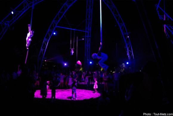 Le ballet aérien se déroule au-dessus d'une partie du public. 29 août 20215