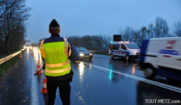 Controles de la police aux frontières, de la police et des CRS à Entrange direction Luxembourg-France et les conséquences sur le trafic, le 20 novembre 2015 à Enrtange.