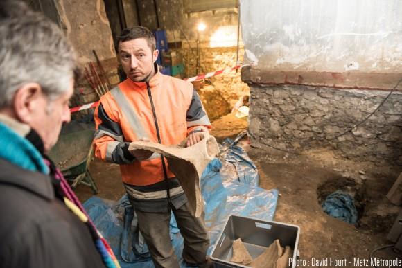 Couche après couche, les archéologues dégagent strates, murs et objets de toutes les tailles. 10/02/2016