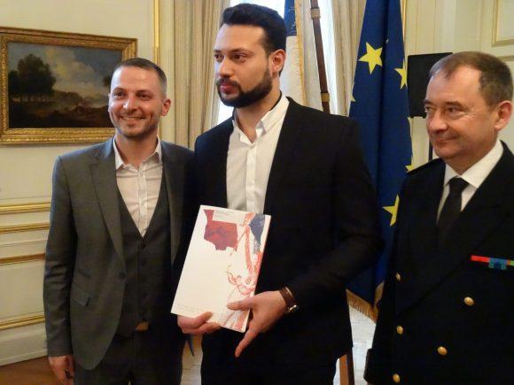 Adam Ahmad Al Bagdadi, (ici entre Thomas Scuderi et Emmanuel Berthier) obtient la nationalité française après huit ans passés dans l'Hexagone.