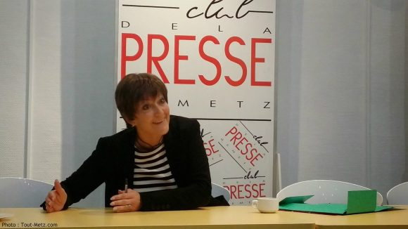 Anne GROMMERCH, ici au club de la presse de Metz