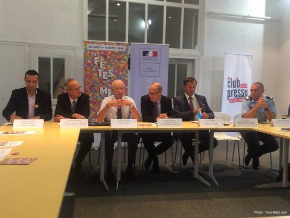 Hacène Lekadir, Sébastien Koenig, Dominique Gros ainsi que les représentants de la préfecture et des pompiers, lors de la conférence de presse - 18.08.2016, Metz