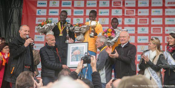 Sur le podium du Marathon Metz Mirabelle 2016 : Eliud Magut (2h11m43), Samuel Kalalel (2h11m47) et Kibet Rono (2h12m09)