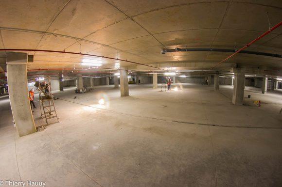Parking du centre commercial Muse : 1235 places disponibles. Moins de piliers pour plus de visibilité, des couleurs claires seront utilisées et du wi-fi gratuit sera installé.