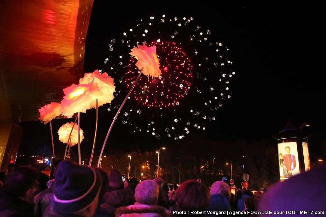 L'inauguration en fanfare d'Amnéville Lumières s'est déroulée réalisée le samedi 3 décembre 2016. Pour l'occasion, un feu d'artifice a été tiré depuis le haut de la colline du Snowhall. Amnéville Lumière éclairera les visiteurs tous les jours, dès la nuit tombée, jusqu'au 03 janvier 2017.