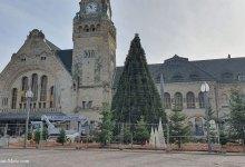 Photo of Metz : un sapin de Noël dressé devant la Gare