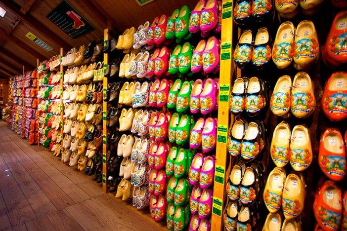 Что привезти из Амстердама в подарок: башмаки кломпы