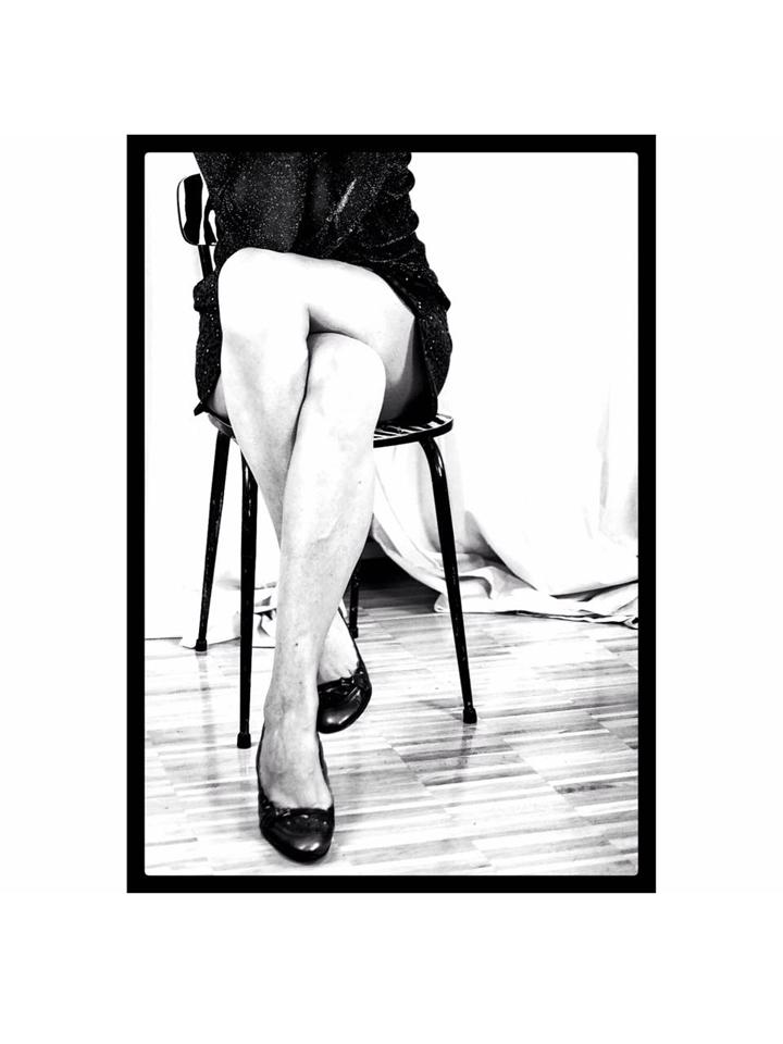 Photographie modèle jambes nb crossing par Anna Yurienen Gallego artiste photographe