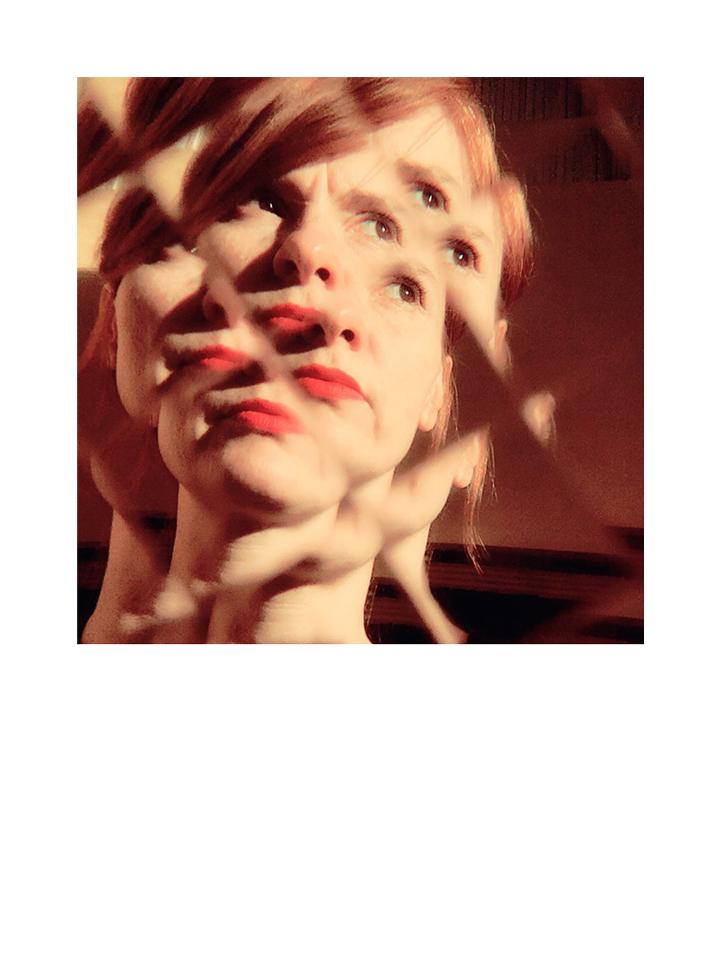 Photographie autoportrait Disfracted couleur par Anna Yurienen Gallego