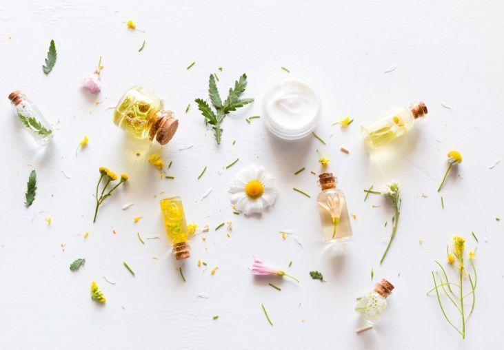 fiole d'huile et composition florale