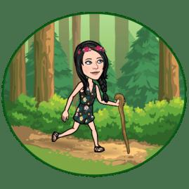 fille qui marche dans forêt