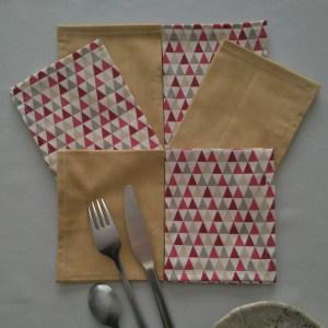 Triangles rouges - Beige moiré