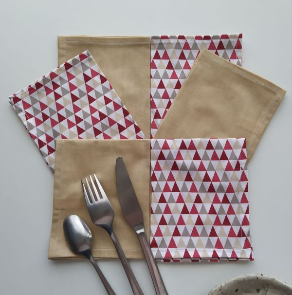 Art de la Table - Serviettes de Table - Triangles Rouges - Beige Moiré