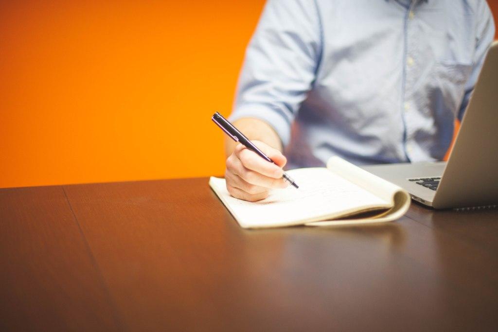 Det kan være en god idé at indarbejde individuelle brainstorms i online gruppearbejde.