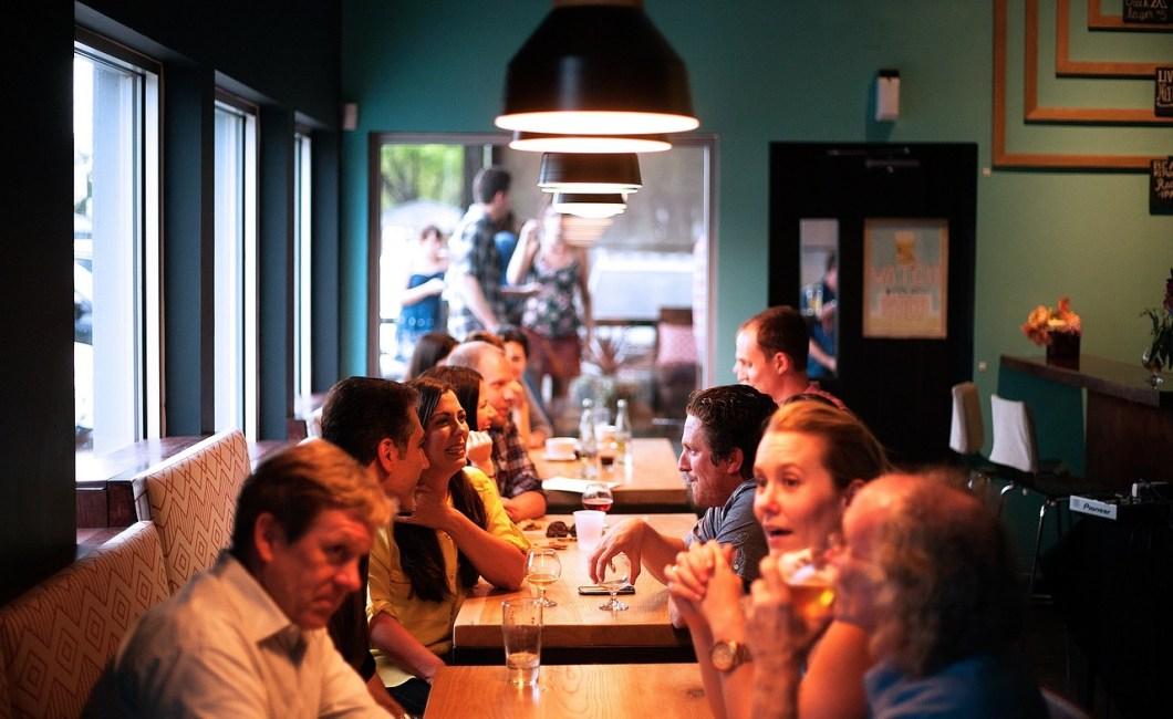 Samtalemiddage giver viden om middagsgæsternes tanker og oplevelser om et givet emne og styrker gæsternes indbyrdes relation.