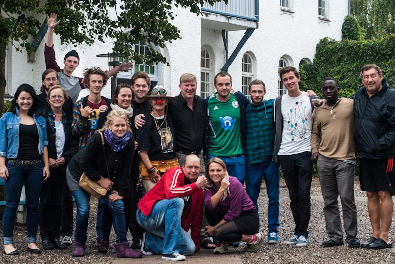 Et gruppefoto af elever på Ryslinge Højskole.