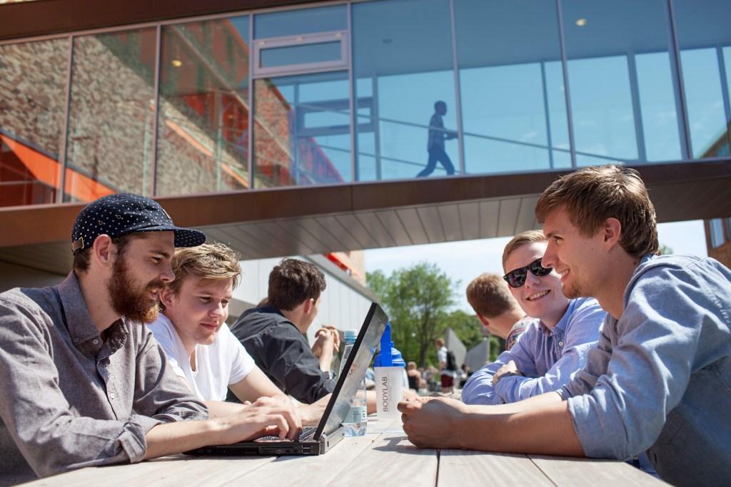 """Studerende kan have stor glæde af Kvale & Brinkmanns """"Interview""""."""