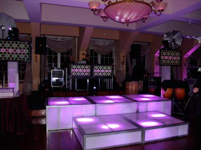 Color-Coordinated-stage-decks-with-lighting