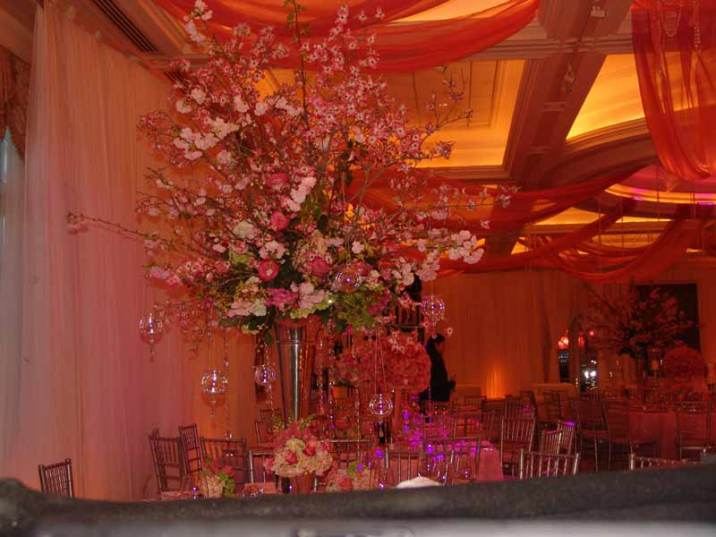 Event-Design-centerpiece-fresh-flowers