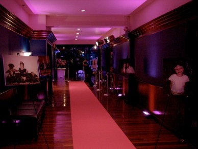 Carpet-runner-entrance-and-stanchions