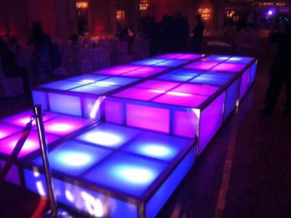 LED-stage-cubes-with-alternating-color-lights