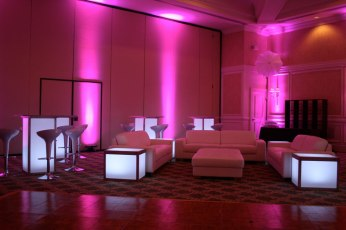 Uplighting-with-lounge-decor