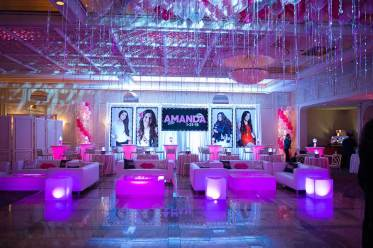 Event-rentals-pink-lounge-furniture-illumuninated-cubes