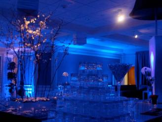 blue-mitzvah-centerpieces-ambiant-lighting-and-crystal-glasses