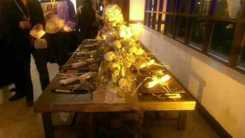 Rustic-table-decorated-with-shabby-chic-table-settings