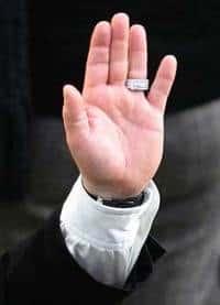 Elton_hand