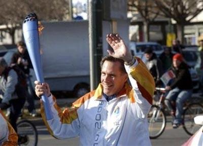 Mitt_romney_torch