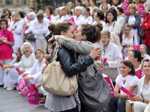 Lesbian_kiss