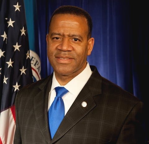 FEMA_-_41848_-_Kelvin_Cochran,_Administrator_for_the_Federal_Emergency_Management_Agency_US_Fire_Administration
