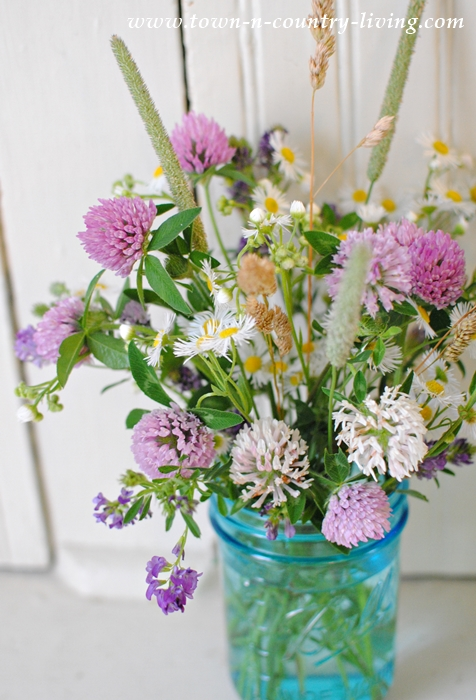 How to Make a Wildflower Bouquet  Town  Country Living