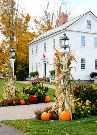 Fall Decorating Ideas to Boost Curb Appeal - Town ...