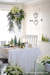 Christmas Floral Chandelier in a Breakfast Nook - Town ...