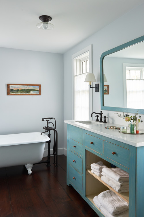 . Country Style Master Bathrooms