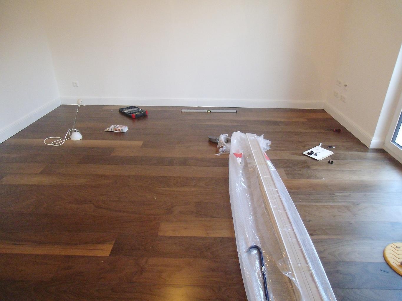 Wohnzimmer Ideen Dunkler Boden Interior Design Ideen Bodenbelag ... Wohnzimmer Ideen Heller Boden