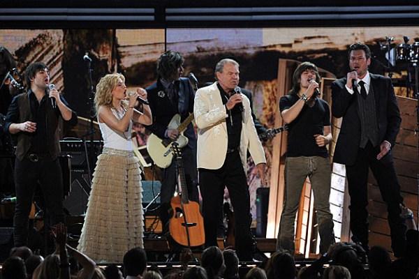 Blake Shelton Leads Grammy Celebration of Glen Campbell
