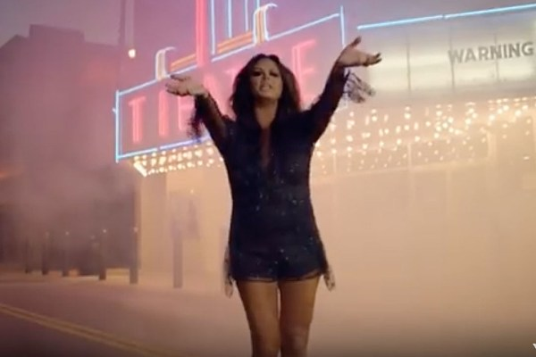 Sara Evans Recovers From Heartbreak in Marquee Sign Video