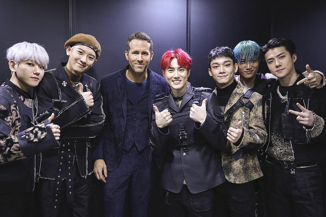 Wallpaper Girl Band Korea Ryan Reynolds Excitedly Meets K Pop Group Exo