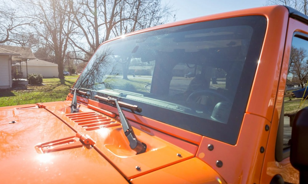 Things To Know Before Getting a Replacement Windshield in Your Jeep
