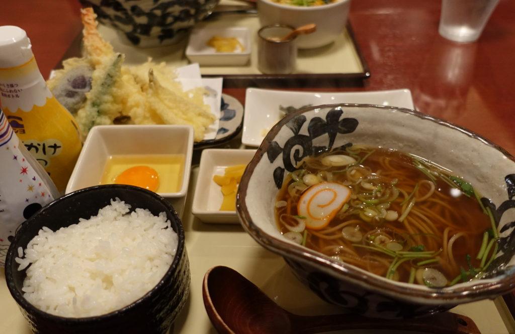 天ぷらそばとライス