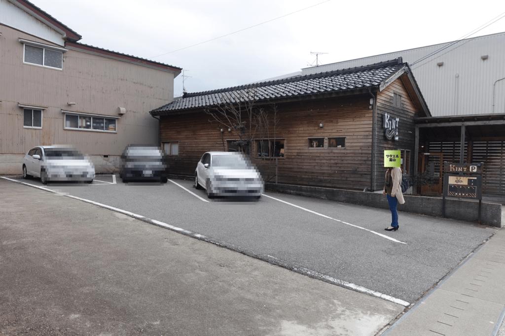 お店の横の駐車スペース