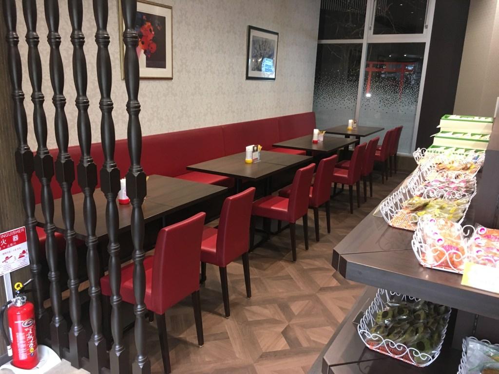 店内の飲食スペース(その2)