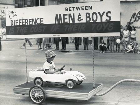 Toy House, Phil Wrzesinski, Jackson, Michigan, Rose Parade