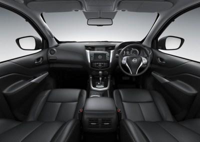 2015-Nissan-Navara-NP300-interior