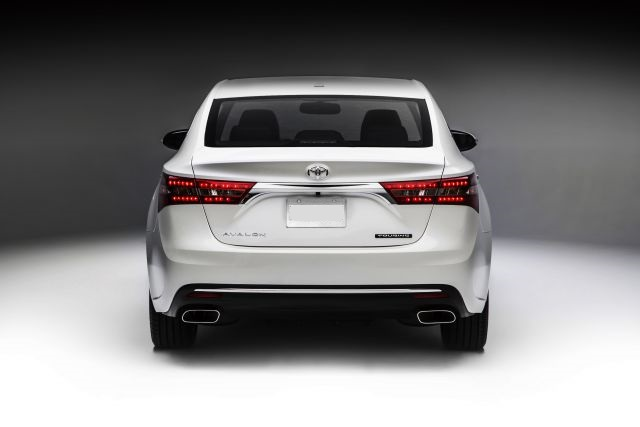 2018 Toyota Avalon rear