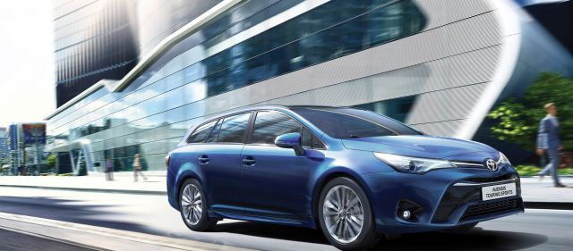 2018 Toyota Avensis Touring Sports front