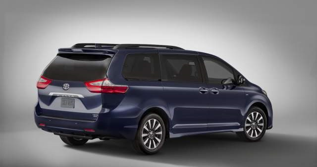 2019 toyota sienna rear view